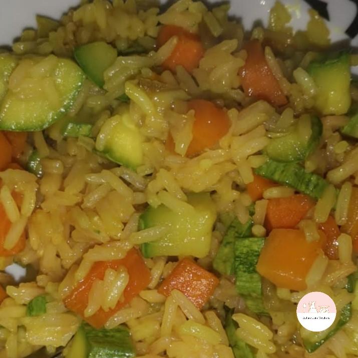 Riso con carote, zucchine e curry